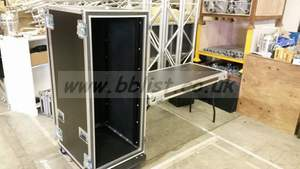 28u foam suspended rack flight case on castors