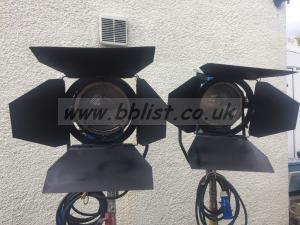 2 x 5k Tungsten Lamps