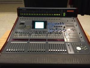 Yamaha DM2000 Mixer