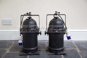 2 x PAR 64 1Kw Light Cans