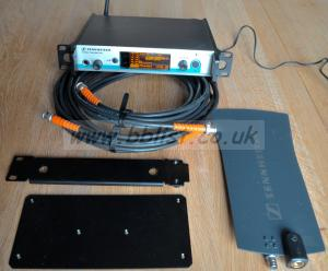 Sennheiser SR300 Stereo transmitter & A1031-U Antenna