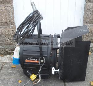 Strand castor 2500watt Fresnel studio light (ref-57)