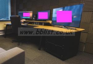 Flecto Media Desk